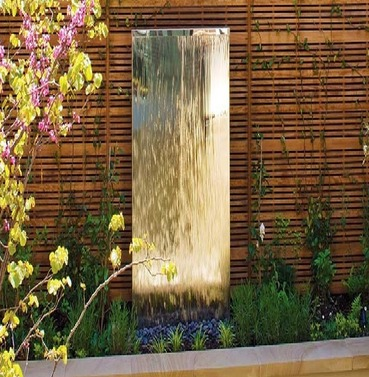 Stainless Steel Flat Wall Mirror Solar Power Water Feature