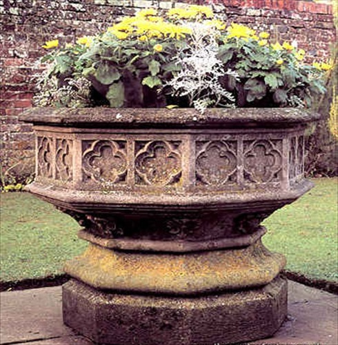 Chilstone Octagonal Gothic Jardiniere